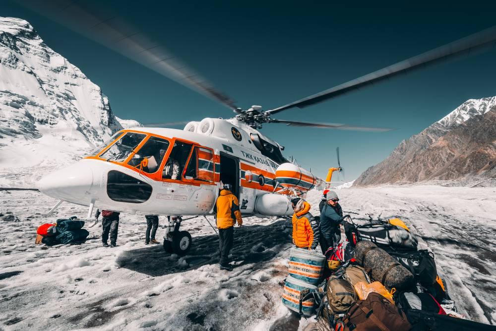 Вертолетная экскурсия к подножию Хан-Тенгри!